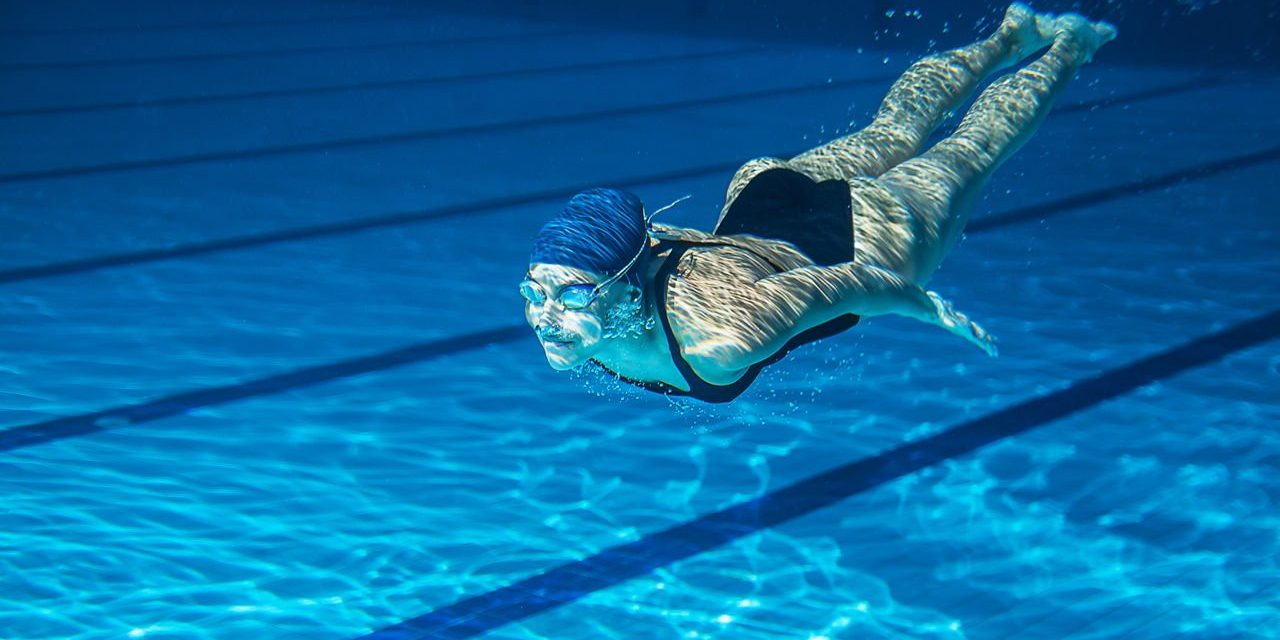 https://mszvtiburon.nl/wp-content/uploads/2018/09/1280-187251696-swimmer-underwater-1280x640.jpg